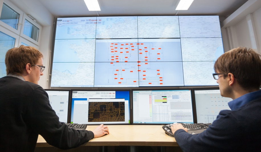 Centro de control de red eléctrica DynaGridCenter