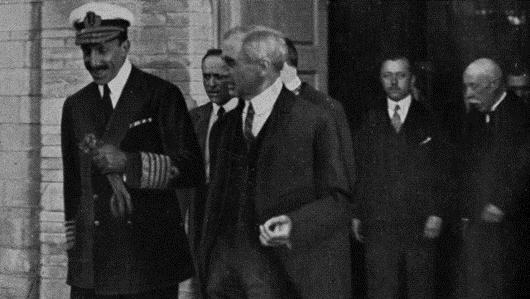 Alfonso XIII en la fábrica de Siemens de Cornellà